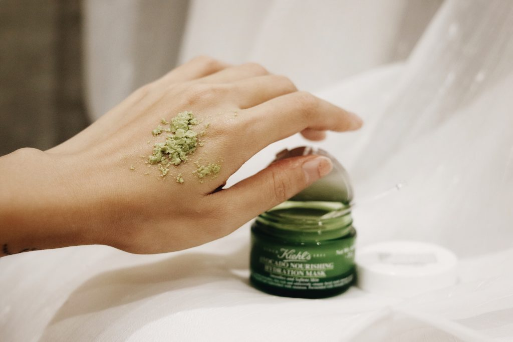 Kiehl's Avocado Nourishing Hydration Mask with a thick and lumpy texture